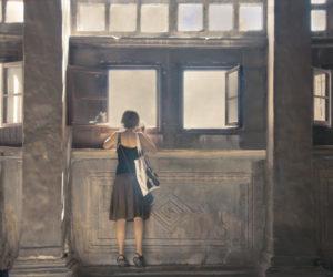 jeune-femme-regardant-par -une-fenêtre